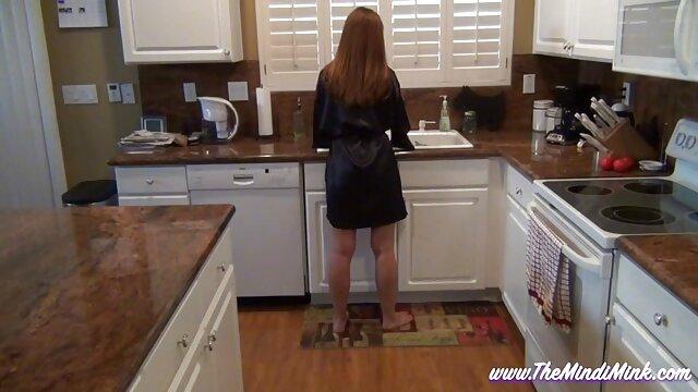 Գերմանական սեքս աղջիկ տուն աղջիկ Nina el ցույց է տալիս, twisty կաթ է բնության