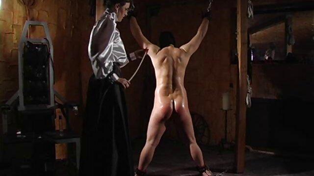 Անալ երջանկությունը թաքնված տնային պոռնո սեղմված է անուսի հարեւանությամբ:
