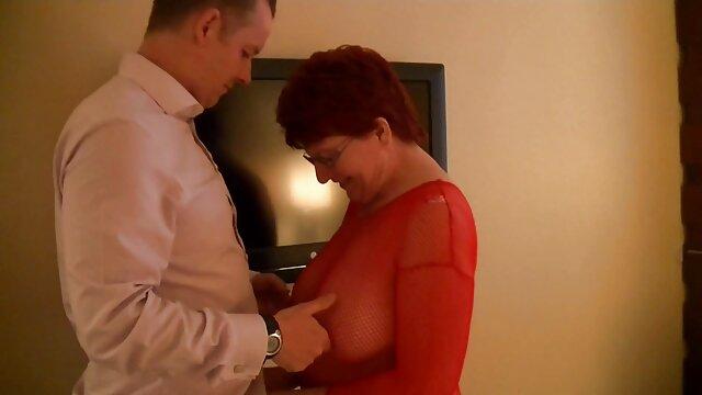 Շեկ, մեծ, guy բռնել կինը տնային սեքս տեսանյութեր առջեւ Տեսախցիկ.