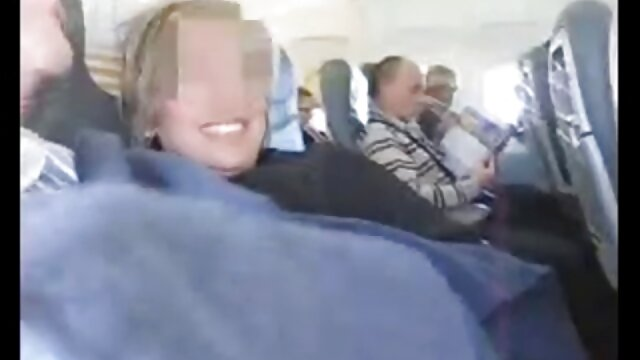 Կրծքավանդակի սիրողական կինը տնային fucking իր մեծ էշի մի գդալ կեցվածքով դրսում