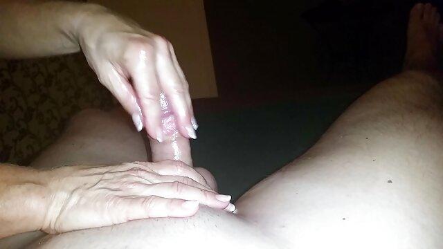 դեռահասներ տալ լավ ձեռքի աշխատանք, ուտում սերմի. վիդեո սեքս տնային