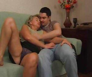 Երկու հին Մայր և որդի տնային սեքս կրծքեր բուժքույր