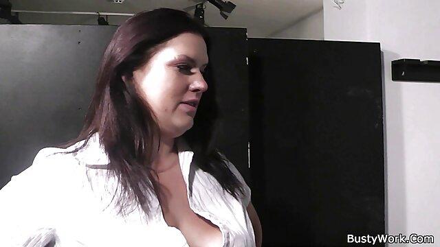 Հուզված տնային ամատուրային պոռնո կինը փորձում է սեքսով զբաղվել իր սիրեկանի հետ ։