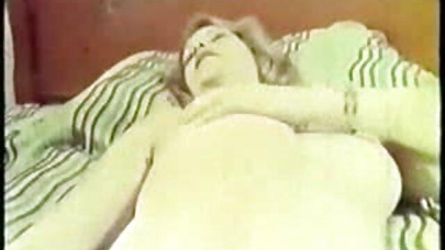 2 մատուցող բռնել պետին խոհանոցում տնային ստրուկ սեքս տեսանյութեր