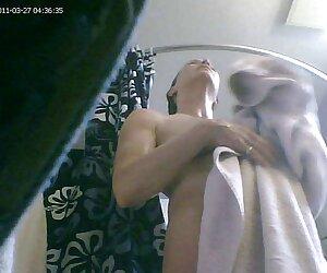 Տաք կանայք մերկանալ վրա իսկական լեսբուհի տնային լողափ առաջ պատանեկության.