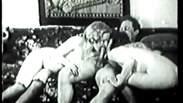 Խմբակային սեքս հարբած աղջիկների հետ գիշերային ակումբում տնային սեքս խոհանոցում