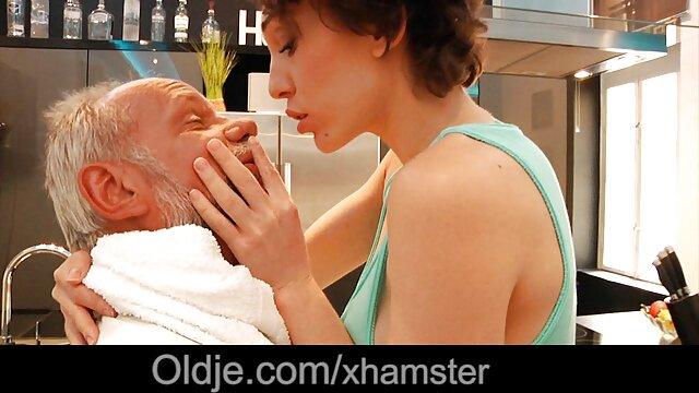Մինետ հարդքոր բարձր մայրը որդին տանը մեկ սեքս (պոռնո)