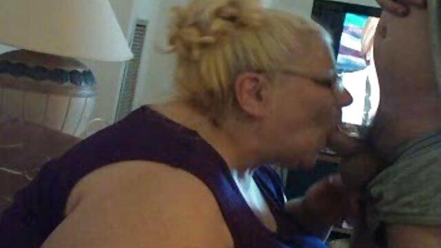 Լատինաամերիկյան տնային սիրողական տատիկ պոռնո տրանսսեքսուալ Մարա Լոպեսը ՝ իր հսկայական սեւ կաքաշայով